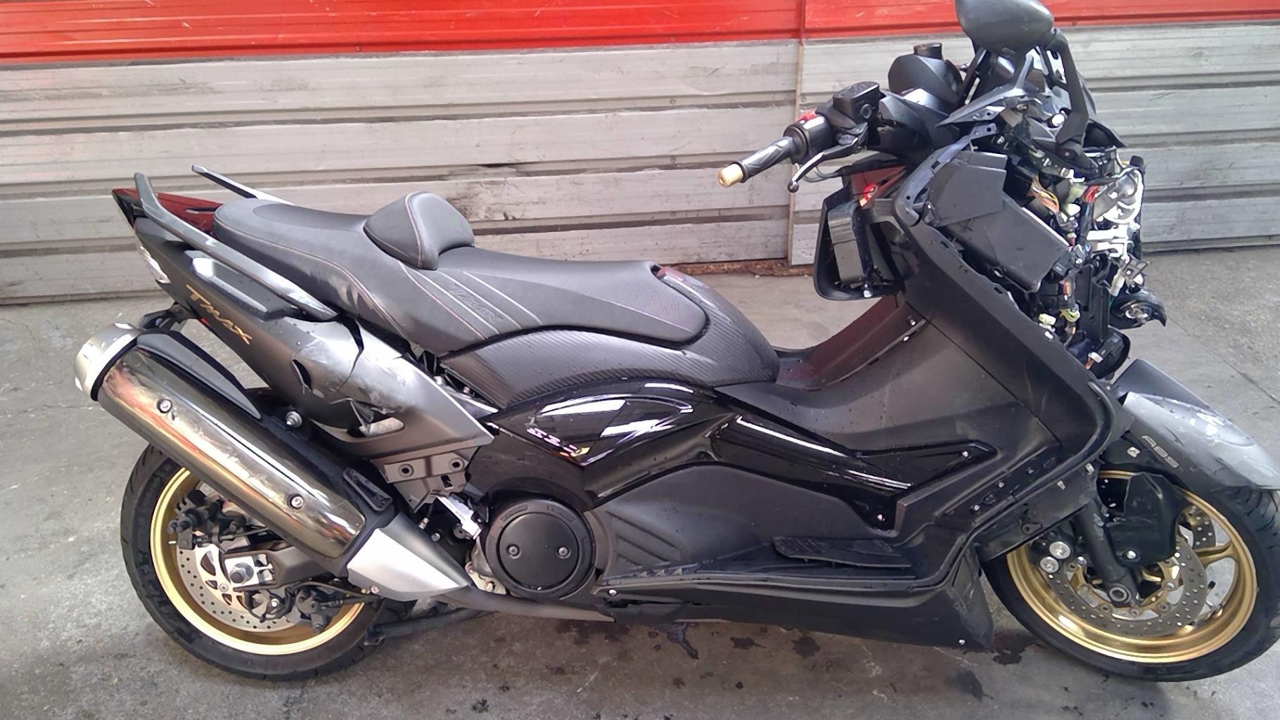 YAMAHA 530 TMAX BLACK MAX ES