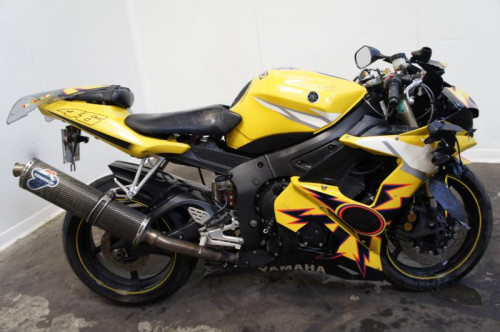 YAMAHA YZF 600 R6